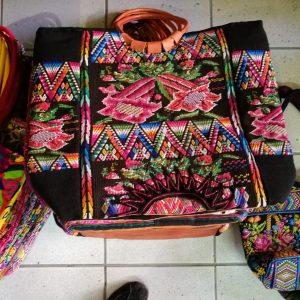 Stofftaschen mit Leder